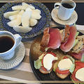朝食はウッドデッキで・・昨日は減塩・節約レシピで料理教室