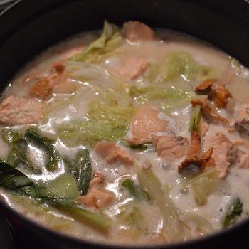 鍋の季節になりました。【鮭ときのこのミルク鍋】初鍋や 鮭ときのこで 秋を食う