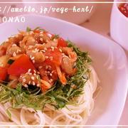 スタミナ満点!納豆×キムチの簡単ランチ♪火を使わないダブルトマトそうめん