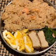 滋賀のエビ飯弁当vs鯖寿司弁当