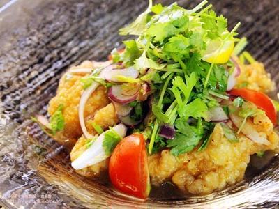 鶏の唐揚げエスニックサラダ仕立てと関連レシピリンク。