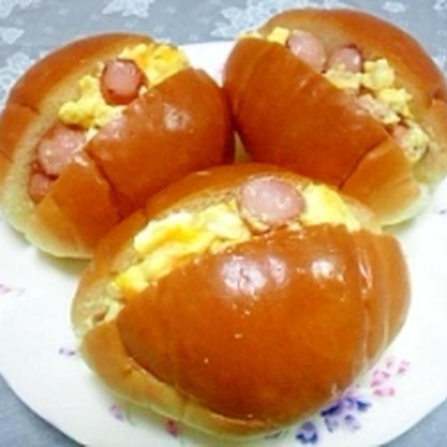 ウインナー入りマヨタマdeロールパン
