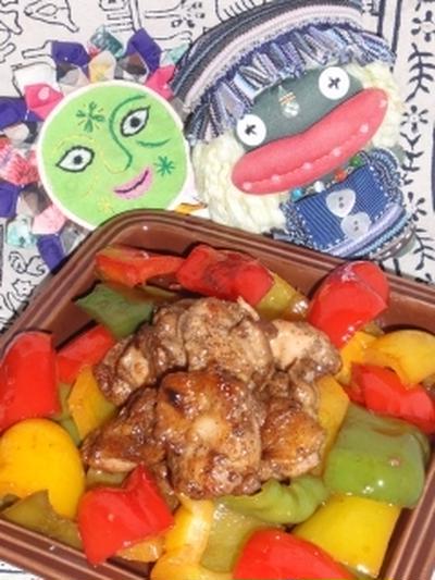 鶏肉とパプリカの黒酢煮&キュウリとオクラの胡麻マヨサラダ(お家カフェ)