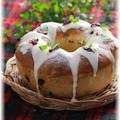 クリームチーズアイシングの リースパン。