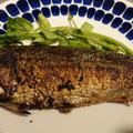 鯖の塩焼きをフライパンと油で焼くとこうなる。