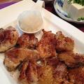 「イタリアンハーブとチリパウダー風味の鶏グリル おろし添え」。