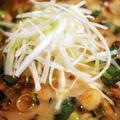 ■麺類【熊本豚骨と鶏ガラWスープのマー油付きラーメン 桂花】を焼肉と葉ニンニク入りで作ってみました^^
