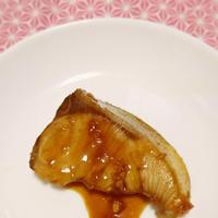 卵入り!すき焼きのたれと‼お醤油だけで簡単ブリの照焼!