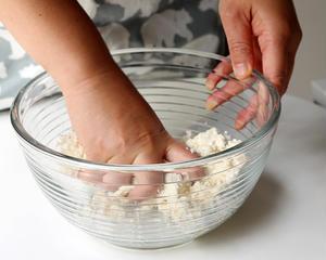 【3】<br>※お豆腐で、固くならない白玉を作ります<br><br>白玉粉に同量の絹ごし豆腐を加え、...