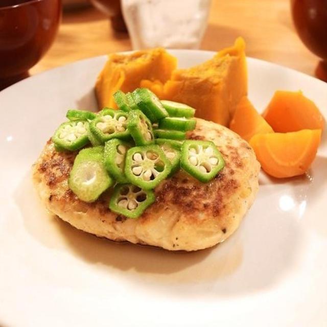 あり!夏野菜添え鶏胸ひき肉ハンバーグ それぞれの「雇われない生き方」家族のために料理をする男。アントレnet掲載
