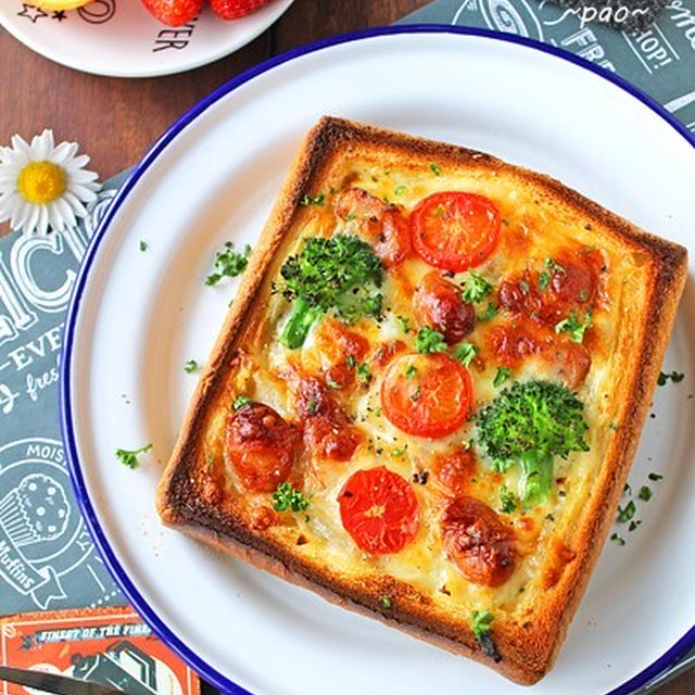 トースターで簡単!節約朝ごはん!新玉ねぎとソーセージで食パンキッシュ♪