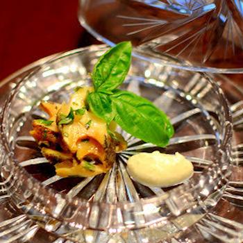 バジル風味のニシ貝 新生姜のクリームと共に