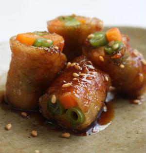 野菜の鶏皮巻き カリカリ揚げ