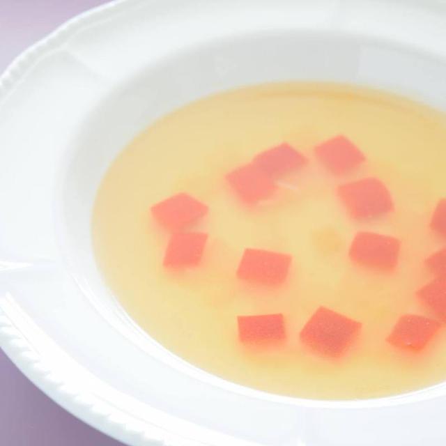 赤パプリカのコンソメスープ