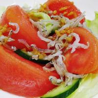 トマトとおじゃこのしょうが胡麻ポンサラダ