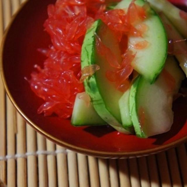 小メロンとピンクグレープフルーツの大葉和え、黒豆豆腐、女なら……鮪の兜焼きで手酌酒っ!
