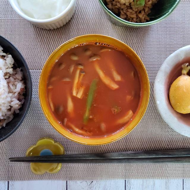 野菜ジュースで栄養満点!【減塩】アスパラとしめじの味噌汁