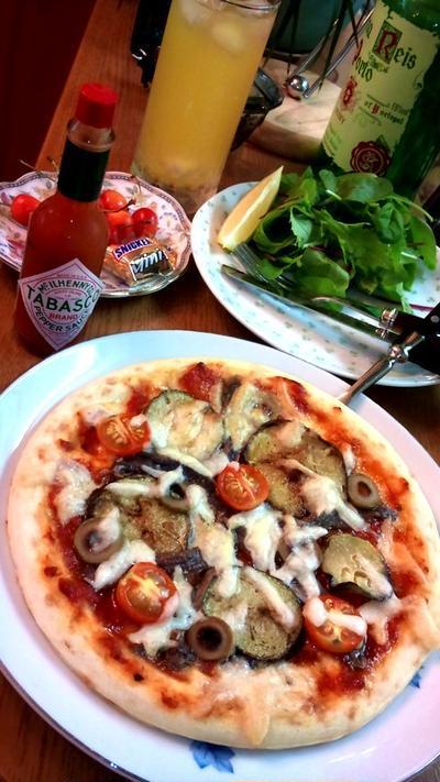 アンチョビと茄子のピザ ~ 市販のピザクラストで
