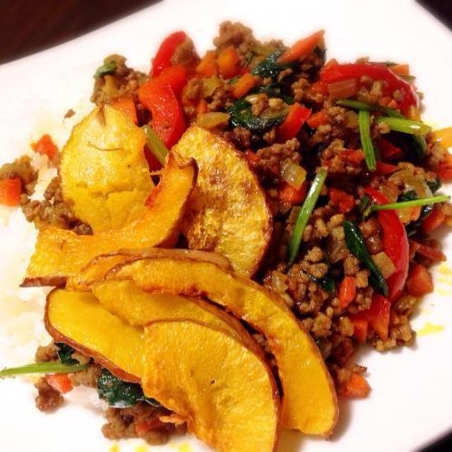 彩り豊かで栄養たっぷり!三色野菜のドライカレー