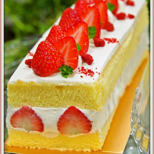 クックパッドで『クリスマス』1位を頂いている『ホットケーキミックスで簡単お菓子♡苺ショートケーキ』