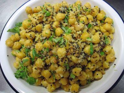 チャナ・スンダル(南インドのヒヨコ豆スパイス炒め 温サラダ風)のレシピ