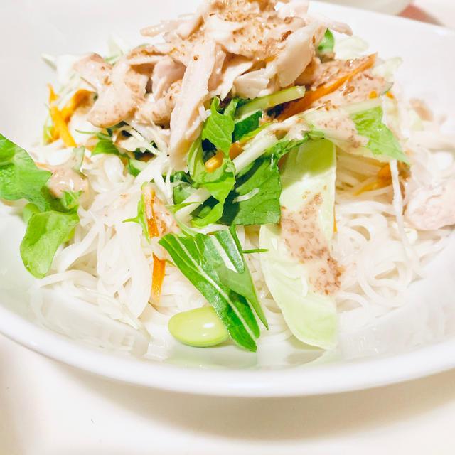 簡単♡スピード料理♡サラダうどんじゃなくてサラダ素麺♪サラダチキンをのせて♪夏じゃなくてもサッパリと♪