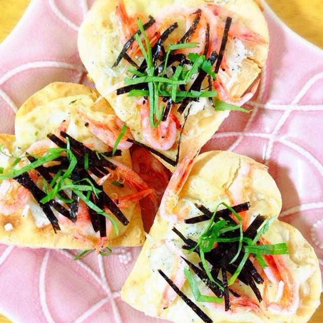 玄米粉と豆腐の生地でしらすと桜海老の和風ピザ。