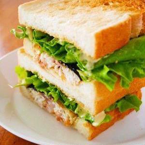 まさかの組み合わせ!鯖のサンドイッチ「サバサンド」がアツい!