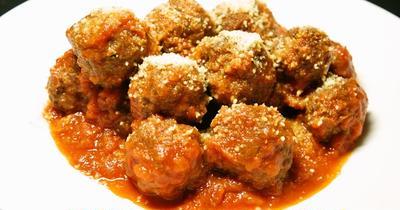 トマトソースの甘酸っぱさとチーズのコクと旨味がタップリの『肉団子のトマト煮』