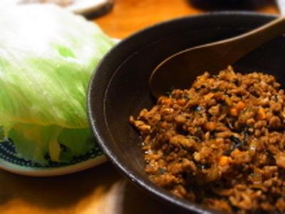お野菜たっぷり。豚ミンチのレタス包み。