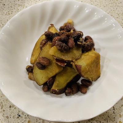 サツマイモと小豆のピーナッツバター和え