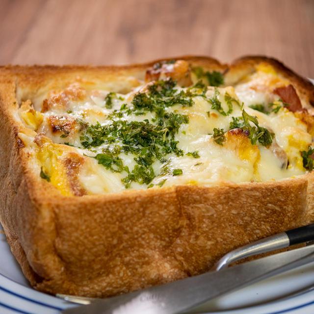 たまに食べたくなる?作りたくなる「厚切りパンでベーコンエッグトースト」&「カップヌードル時代をさかのぼれ」