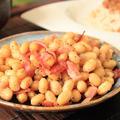 大豆とベーコンのコンソメ炒め。