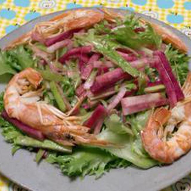 ちょっと粋なサラダです!!赤大根と大正海老のサラダ