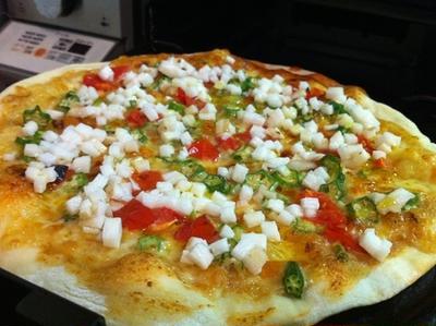 納豆味噌ソースでオクラと長芋のネバネバ御三家ピザ