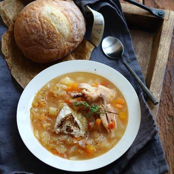 スープに焼きチーズ。