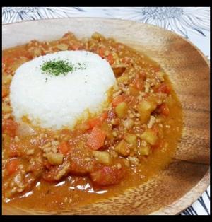スープカレーの素で根菜たっぷりトマトキーマカレー♡