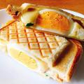 ポテト・チーズ好きのホットサンド。マセドアンサラダと大量チーズと卵の具。