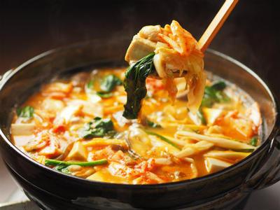 鶏むね肉でつくるキムチ鍋