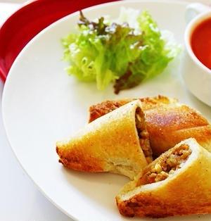食パンで作る ピロシキ と チーズたまごトマトスープ♡