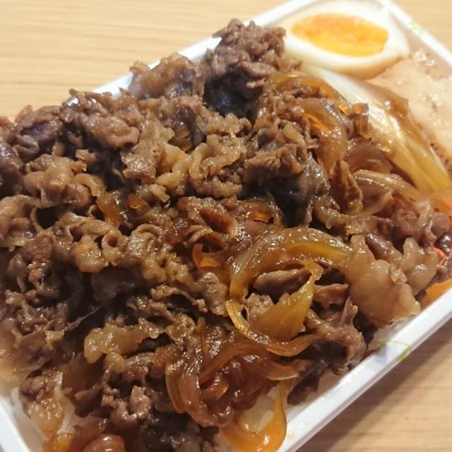 劇場版鬼滅の刃・無限列車内で煉獄杏寿郎が食べていた牛鍋辨當を野郎飯的解釈で再現する。