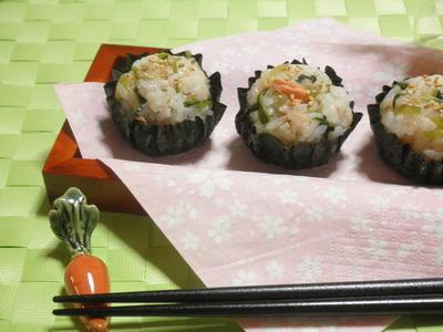 みぶ菜の漬物と鮭フレークのひと口手まり寿司☆