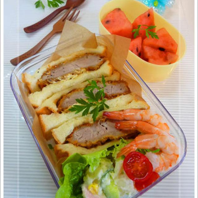 ヒレカツサンド 海老とポテトのサラダ スイカ パンのお弁当
