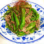 牛肉とシシトウ・ささげのオイマヨ炒め
