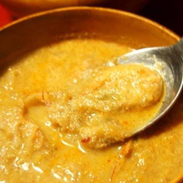 フライパンで簡単カレー、海老とキャベツのココナッツミルクカレーとガドガド風サラダの夜