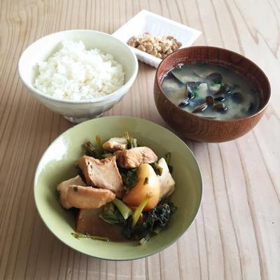 かぶ、厚揚げ、鶏肉のの煮物