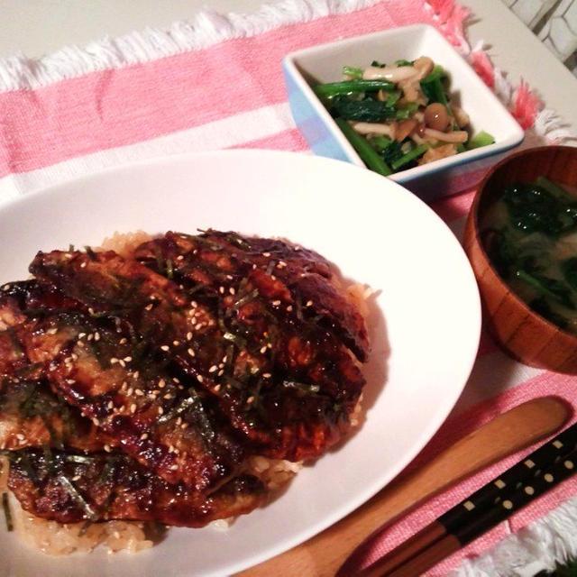 晩ごはん:イワシの蒲焼丼と小松菜のおろしポン酢和え。