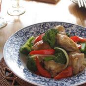 鶏肉とブロッコリーのグリーンカレー炒め