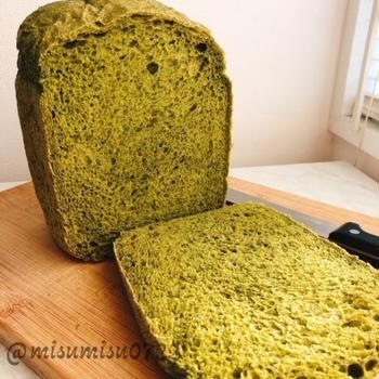 ほうれん草たっぷり!緑のほうれん草食パン