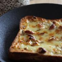 蜂蜜とろり。クミンとナッツのチーズトースト